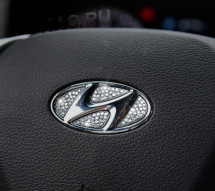 Наклейка на логотип руля  Hyundai  Swarovski